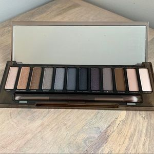 Urban Decay Makeup - Urban Decay Naked Smoky Eyeshadow Palette NIB